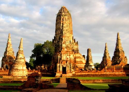 Ruines de Wat Chaiwatthanaram