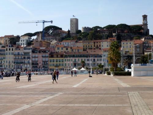 Place du bord de mer à Cannes